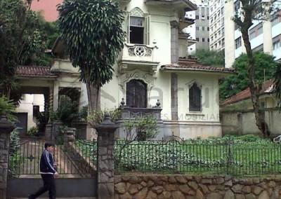 Imóvel tombado, para uso comercial, com 400m² A/C em terreno de 1040m² no Jardim Paulista. R$ 4.000 mil