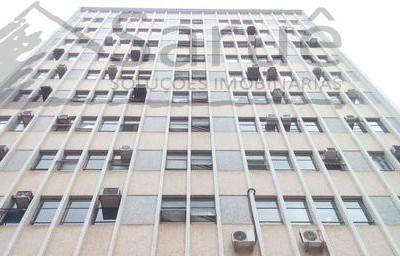 Ótimo conjunto comercial à venda com 80m², 4 salas, 2 banheiros e copa, imóvel totalmente mobiliado, junto a Avenida Paulista e estação de Metrô. R$ 600 mil