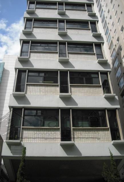 Sala comercial nos Jardins com 90m², 3 vagas, mobiliado, imóvel junto ao metro. R$ 960.000,00